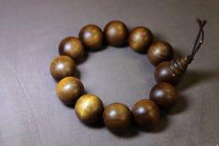 Buddhistisches Holzperle-Armband Lizenzfreies Stockfoto