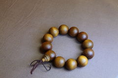 Buddhistisches Holzperle-Armband Stockbild