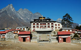 Buddhistisches Kloster in Himalaja Stockbild