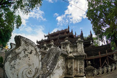 BUDDHISTISCHES KLOSTER Shwenandaw Kyaung, Mandalay Lizenzfreies Stockbild