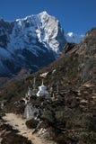 Buddhistisches stupa und Schrein in Nepal, Himalaja Stockfotos