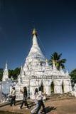 Buddihism som respekterar ett buddish Thailand Arkivfoton