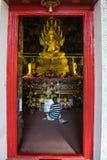Buddish在圣所寺庙祈祷在泰国 库存图片