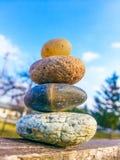 Buddismterapienergi vaggar stenen Arkivbild