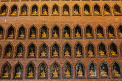 Buddismväggen i Bai Dinh Pagoda Arkivbilder