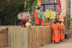 Buddist monks at Wat Phan Tao temple, Chiang Mai, Thailand Royalty Free Stock Photos