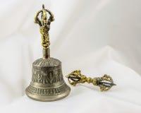 Buddist sakrala andliga tibetana Klocka och Dorje Arkivfoto