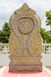 Buddist som snider på stenen Arkivfoto
