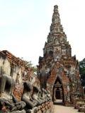buddisten fördärvar tempelet fotografering för bildbyråer