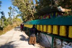 Buddisten Kora går, McLeod Ganj, Indien Royaltyfria Foton