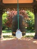 Buddisten sätta en klocka på Royaltyfria Foton