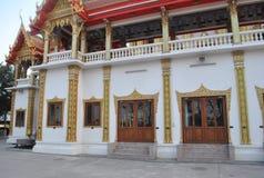 Buddistisk byggande Wat Buakwan för härlig arkitektur tempel i bangkok Thailand arkivfoto