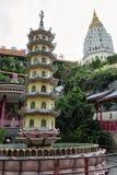 Buddistisk kinesisk arkitektur av den Kek Lok Si templet som placeras i luft Itam i Penang, Malaysia arkivbilder