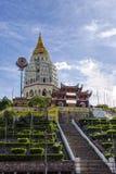 Buddistisk kinesisk arkitektur av den Kek Lok Si templet som placeras i luft Itam i Penang, Malaysia royaltyfri fotografi