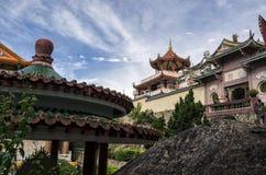 Buddistisk kinesisk arkitektur av den Kek Lok Si templet som placeras i luft Itam i Penang, Malaysia royaltyfria bilder