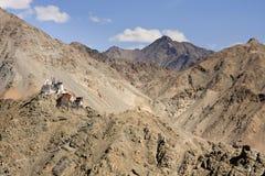 Buddistisk kloster i himalaya berg, Indien Arkivbilder