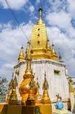 Buddistisk kloster på Taung Kalat Royaltyfri Fotografi