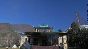 Buddistisk mongolisk Buryat tempel Ritual eller ceremoni av att tillbe andar Brännande speciala visare Magisk rök lager videofilmer