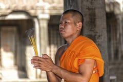 Buddistisk munk i Angkor Wat, Cambodja arkivfoto