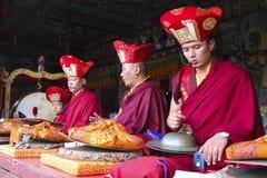 Buddistisk munk på en Rumtek kloster i Sikkim Royaltyfri Foto