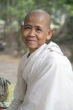 Buddistisk nunna, Angkor Thom, Angkor Wat, Siem Reap, Cambodja Royaltyfri Bild