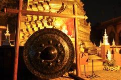 Buddistisk pagod i Chiang Mai vid natt Arkivbild