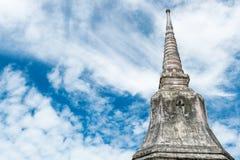 Buddistisk pagod med himmelsikt Fotografering för Bildbyråer