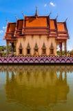 Buddistisk pagoda i den KohSamui ön, Thailand Arkivbild