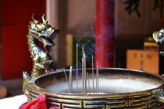 Buddistisk rökelsegasbrännare i Taiwan, förfaderdyrkan royaltyfri fotografi
