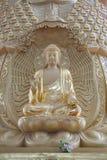 Buddistisk staty i en tempel i Kina Arkivbild