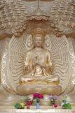 Buddistisk staty i en tempel i Kina Fotografering för Bildbyråer
