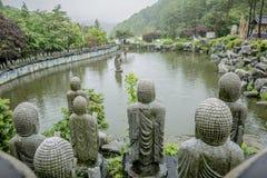 Buddistisk sten i templet Royaltyfria Bilder