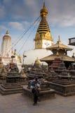 Buddistisk stupa - buddistiskt ställe av dyrkan Fotografering för Bildbyråer