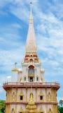 Buddistisk stupa i den Wat Chalong templet Royaltyfri Fotografi