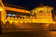 Buddistisk tempel av tanden kandy Sri Lanka askfat royaltyfria foton