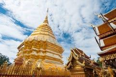 Buddistisk tempel av Wat Phrathat Doi Suthep i Chiang Mai Public Royaltyfria Bilder