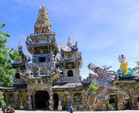 Buddistisk tempel i Dalat (DaLat) Vietnam Arkivfoton