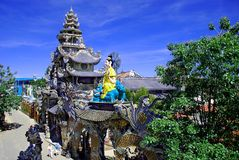 Buddistisk tempel i Dalat (DaLat) Vietnam Royaltyfri Bild