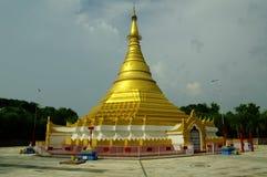 Buddistisk tempel i Lumbini, Nepal, nära den indiska borderren royaltyfri fotografi