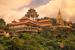 Buddistisk tempel Kek Lok Si i Penang arkivfoto