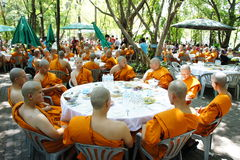 buddistisk thai ceremoniprästvigning Arkivbilder