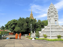 buddistiska cambodia monks Arkivfoton