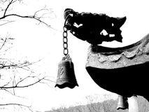 Buddistiska klockor i kinesiska tempel royaltyfri bild