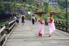 buddistiska måndag nunnor Royaltyfri Bild