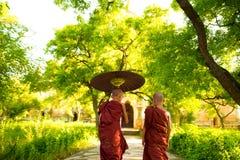Buddistiska munkar royaltyfri foto
