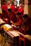 Buddistiska munkar av den Drepung kloster Lhasa Tibet Royaltyfri Foto