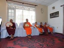 Buddistiska munkar i Sri Lanka Royaltyfria Foton