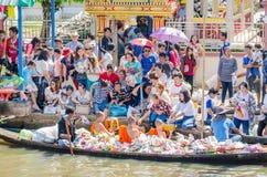 Buddistiska munkar på den ok Phansa dagen arkivfoton