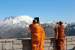 Buddistiska munkar som är närliggande av den St Helens vulkan, Washington Royaltyfri Fotografi
