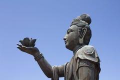 buddistiska offerings som ger statyn Fotografering för Bildbyråer